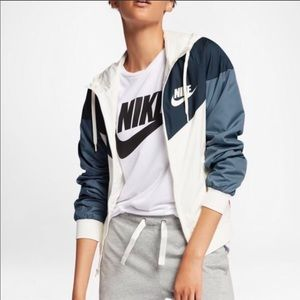 NWT Nike Windrunner Jacket Blue Colorblock